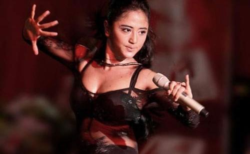 Dewi Persik Dada Transparant